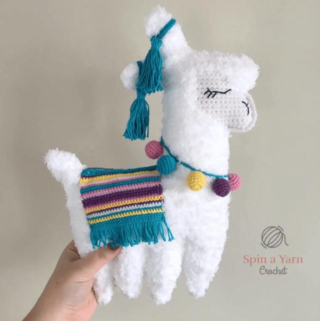 spin a yarn crochet lama white